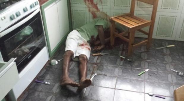 Assaltante mantém crianças reféns e morre com tiro na cabeça